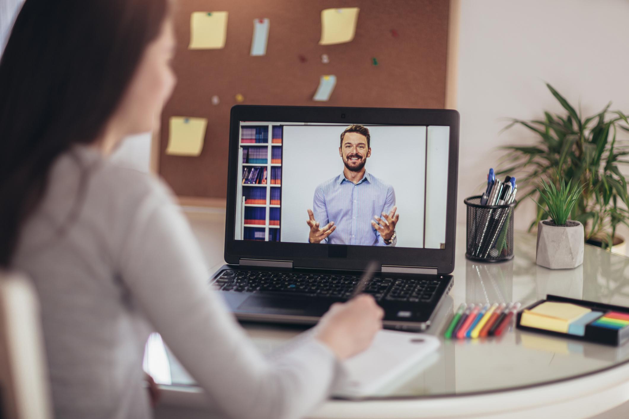 ¿Están exentos de IVA los cursos de formación online?
